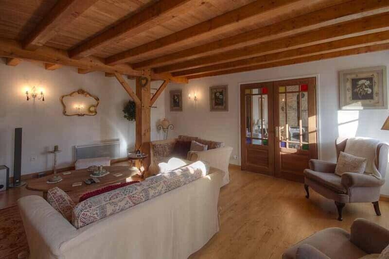 Charming 4-bed 3 bath, farmhouse/ barn conversion, holiday rental in Sainte-Soline