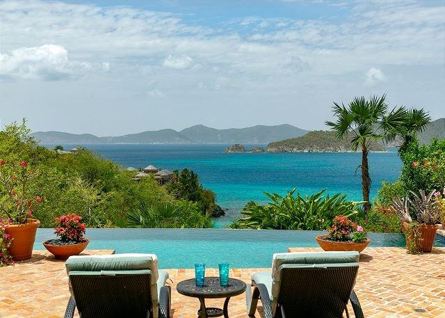 Villa Rivendell:  Lower Peter Bay Estates!! Short walk to white sandy beach!!, alquiler vacacional en Hawksnest Bay