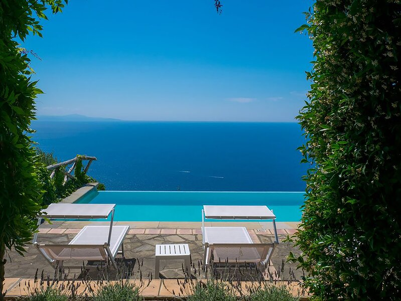 Arenaccia Villa Sleeps 6 with Pool and Air Con - 5891735, aluguéis de temporada em Metrano