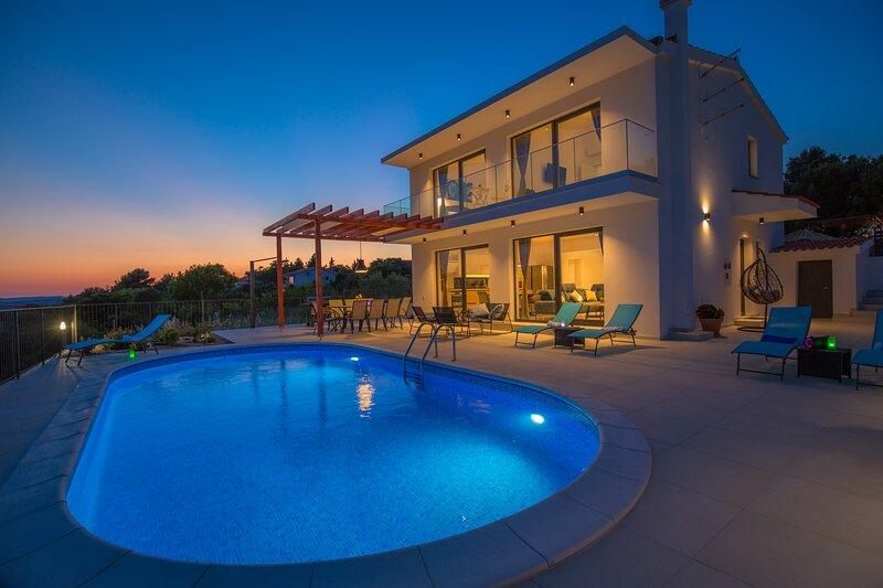 Villa LucaToni- luxury villa connected with nature, holiday rental in Jadrtovac