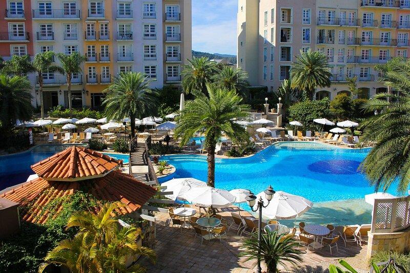 Studio luxo vista piscina em Resort Jurere ILC1206, alquiler vacacional en Governador Celso Ramos