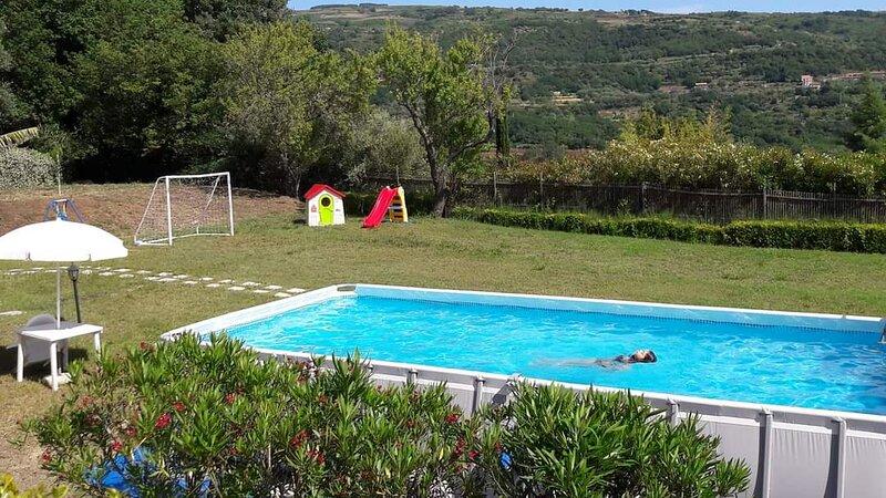 Girasole in villa with pool, quiet area near sea Tropea Capo Vaticano, alquiler de vacaciones en Province of Vibo Valentia