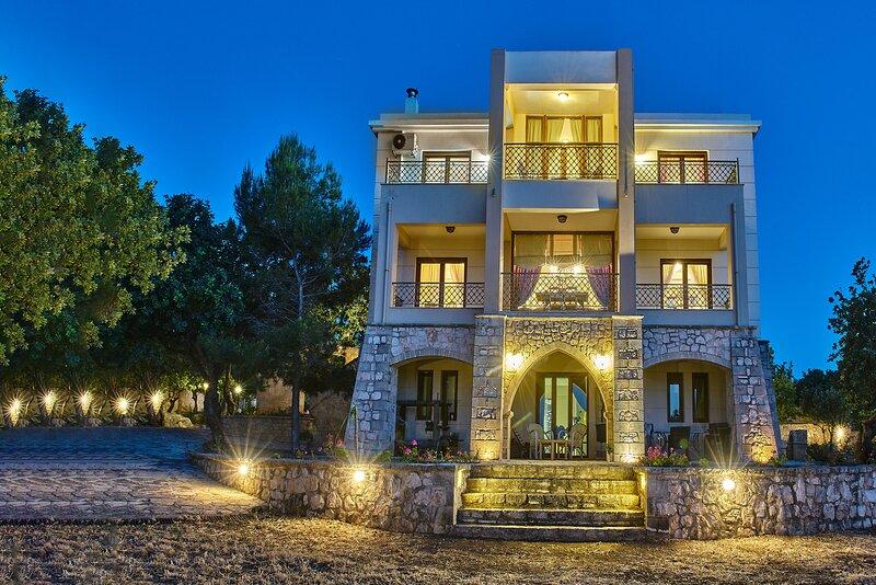 Beautiful 4 bedroom house,Near amenities & Rethymno, holiday rental in Nea Kydonia