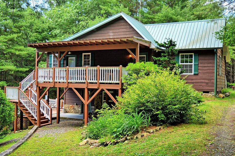Manna Cabin-Private & Secluded Cabin w/HOT TUB, WIFI, Fire Piet, Pool Table, Arc, location de vacances à Fleetwood
