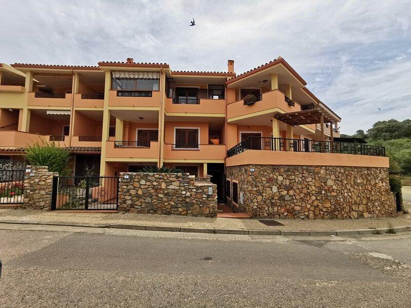 Appartamento piano terra vicinissimo al centro, holiday rental in Villasimius