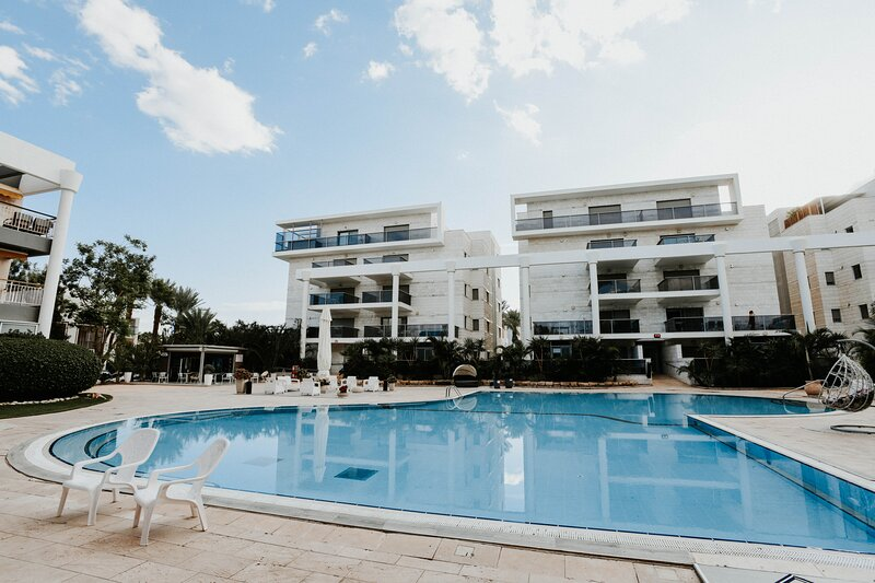 ROYAL PARK RESIDENCE - 2BDR - HOTELS AREA - SWIMMING POOL PARKING, holiday rental in Eilat