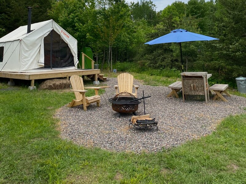 Tentrr Signature Site - Meadow's Edge at Two Chairs Farm, alquiler vacacional en Shell Lake