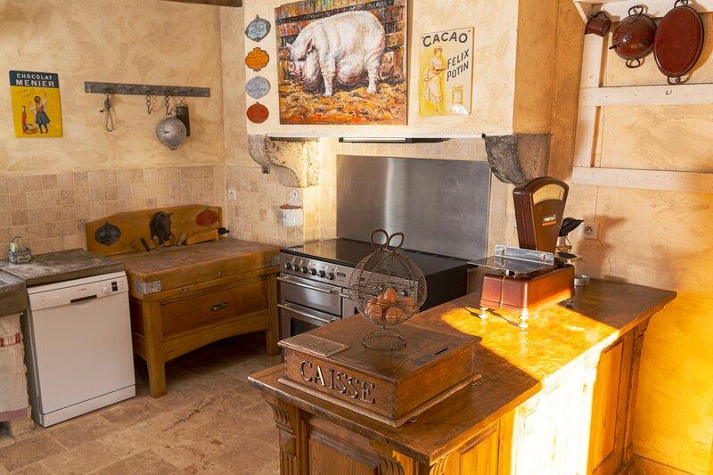 Gîte insolite 'La famille est dans le pré' (voyagez hors du temps Gîte/musée), location de vacances à Montapas