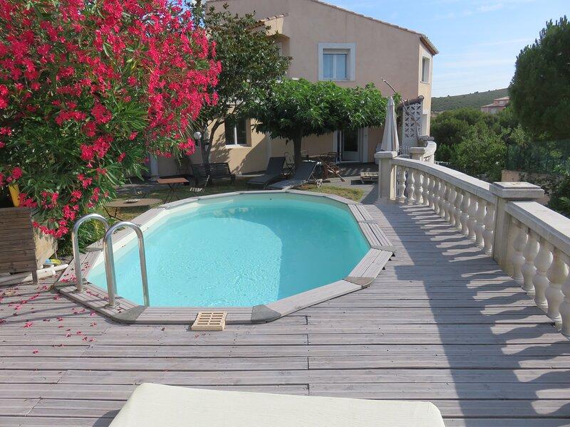 Jolie chambre avec terrasse à 5 min des calanques, holiday rental in Gignac-la-Nerthe