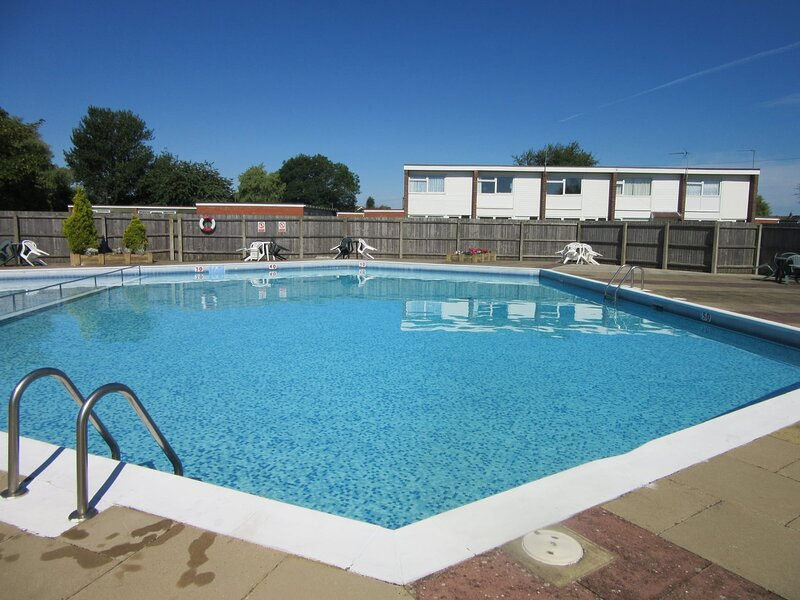 Beach Haven on a quiet site short walk to beach, nr Gt Yarmouth & Norfolk Broads, holiday rental in Ormesby St. Margaret