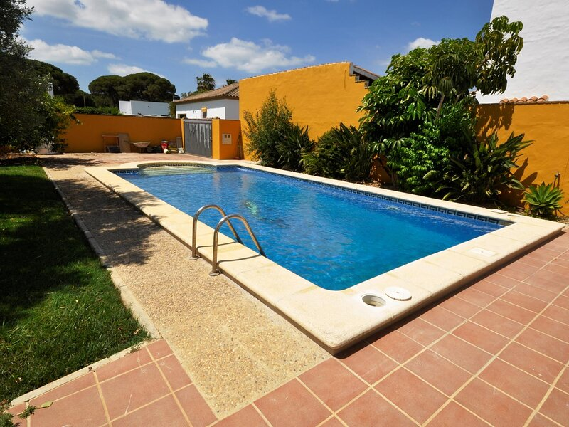 Villa with private pool and garden only family, holiday rental in Barrio Nuevo