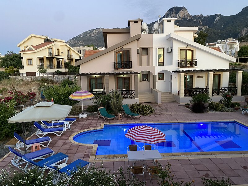 Family villa w/Pool %25 weekly& %40 monthly discount, holiday rental in Kyrenia
