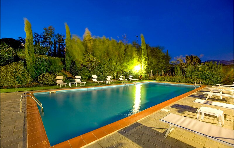 Nice home in Larciano with Outdoor swimming pool, WiFi and 6 Bedrooms (ITT332), alquiler vacacional en San Rocco