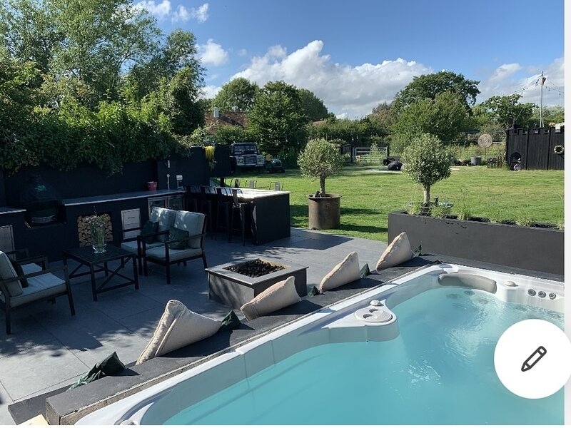 Immaculate 6-Bed House Chichester Goodwood Pool, holiday rental in Westbourne