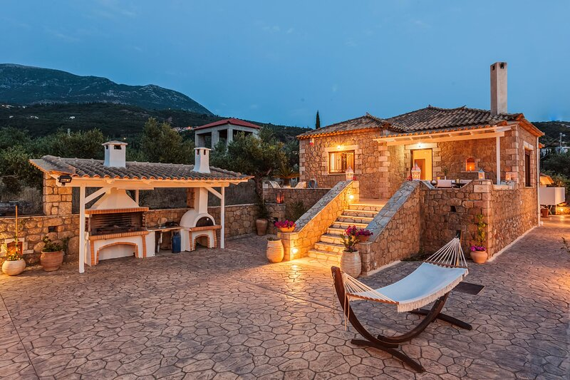 Mani's Aura Seaside-Spacious Summer Retreat, holiday rental in Nomitsis