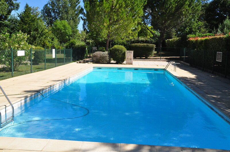 Nice house with shared pool & Wifi, holiday rental in Serviers-et-Labaume