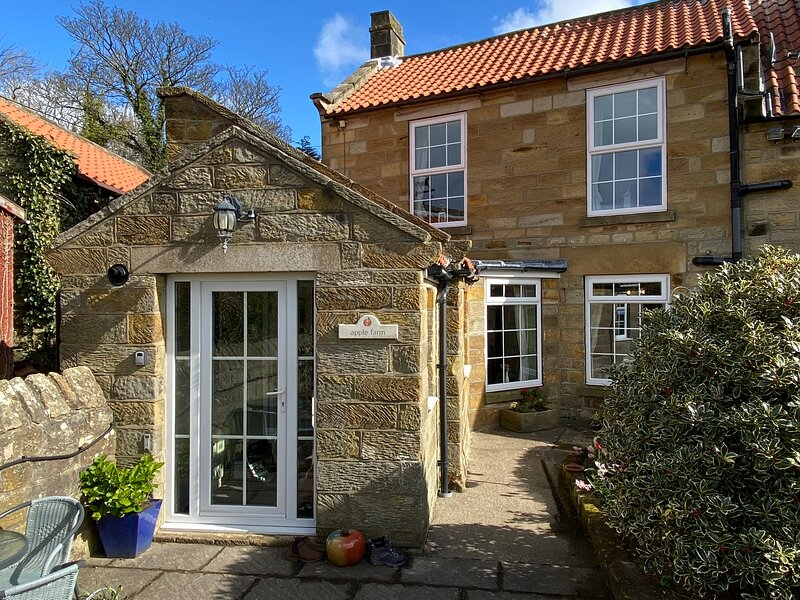 Apple Farm Holiday Cottages, holiday rental in Robin Hoods Bay