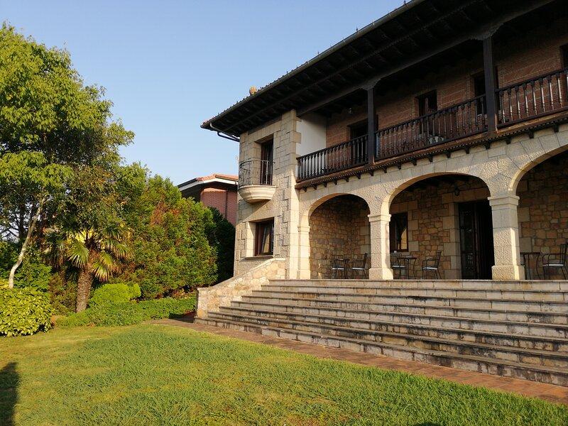 Posada el Jardin de Angela, vacation rental in Mogro