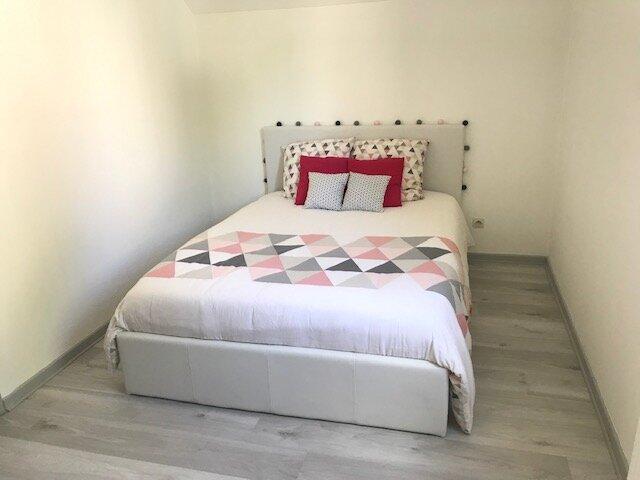 Maison Vesoul 95m2 - 4 chambres, 2 salles de bains, terrasse et garage, holiday rental in Noidans les Vesoul
