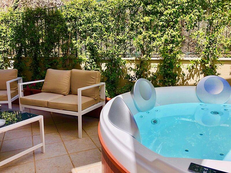 CASA MANDO Terrace Private Jacuzzi Taormina, holiday rental in Mazzaro