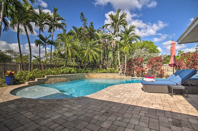 Ground-Level Wilton Manors Home w/ Outdoor Oasis!, holiday rental in Lauderdale Lakes