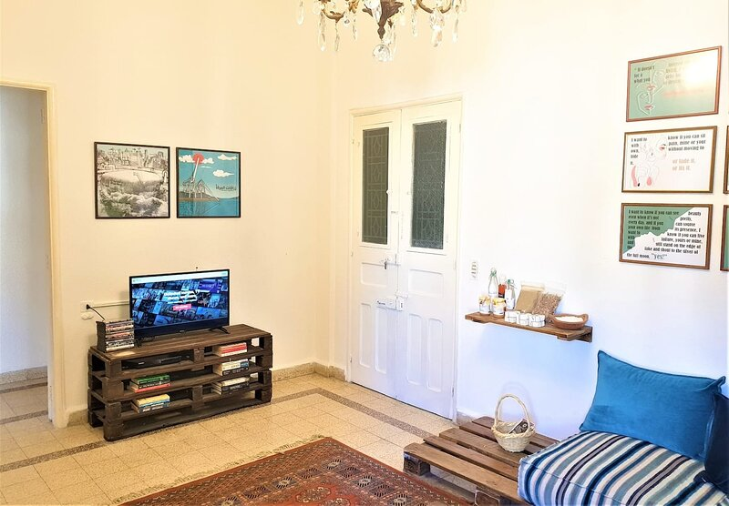 House on Masaad Stairs - 3 Bdr Apartment in Mar Mikhael - By Cheez Hospitality, holiday rental in Khalde