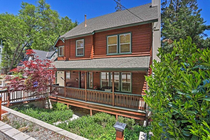 NEW! 'Palisades Retreat' in Lake Arrowhead w/ Deck, alquiler vacacional en Cedar Glen