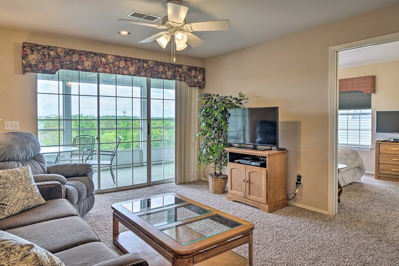 NEW! 'Champions Retreat' Branson Condo w/ Balcony!, vacation rental in Point Lookout