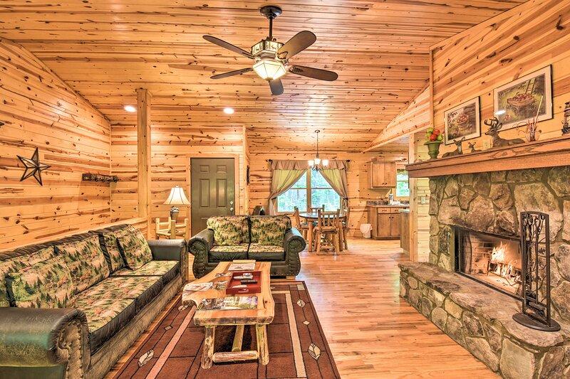 NEW! 'The Apple Dumpling' Cabin: Pool Table, Grill, vacation rental in Clarkesville
