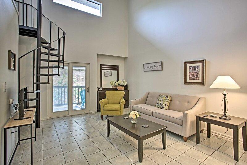 NEW! Baton Rouge Condo w/ Balcony - 3 Mi to LSU!, holiday rental in Sunshine