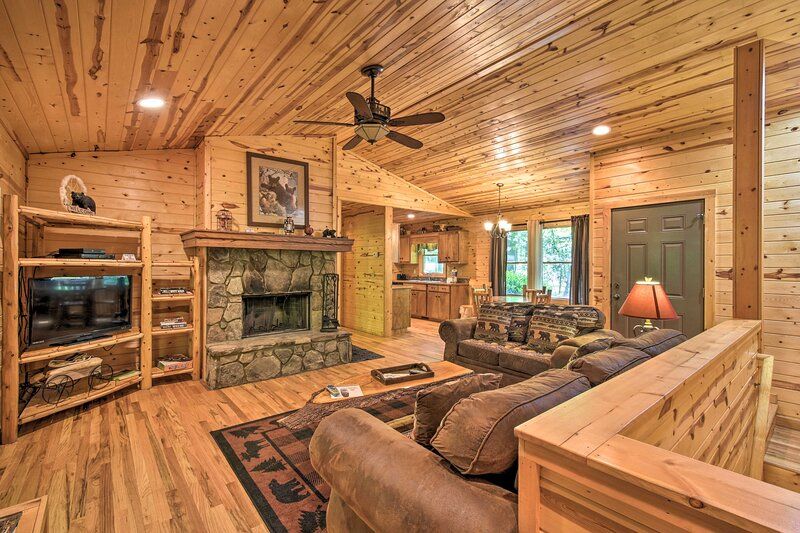 NEW! 'The Bear Paw' at the Sautee Mountain Retreat, vacation rental in Clarkesville