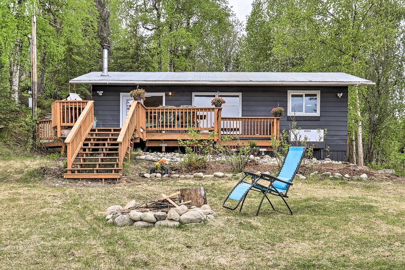 NEW! Updated Lake House: Dock, Boats, Paddle Board, alquiler vacacional en Willow