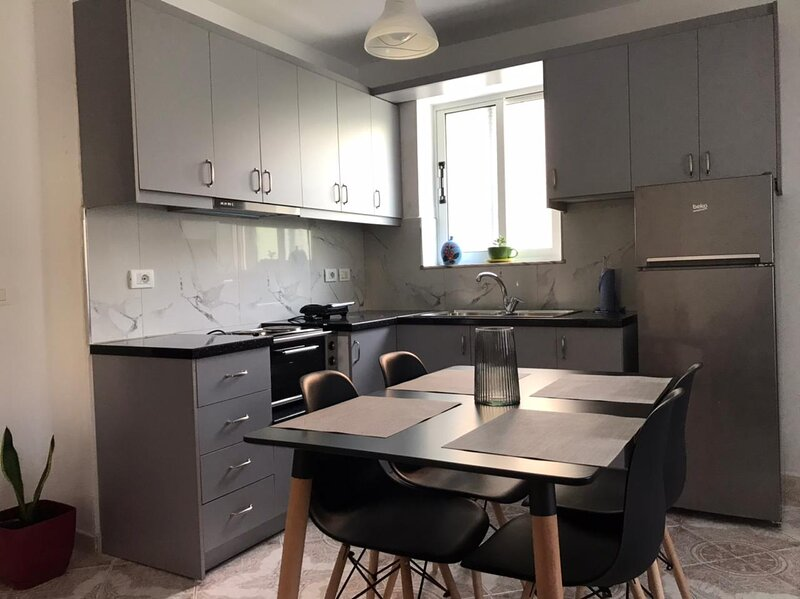 Gjoni's Apartment, holiday rental in Gjirokaster