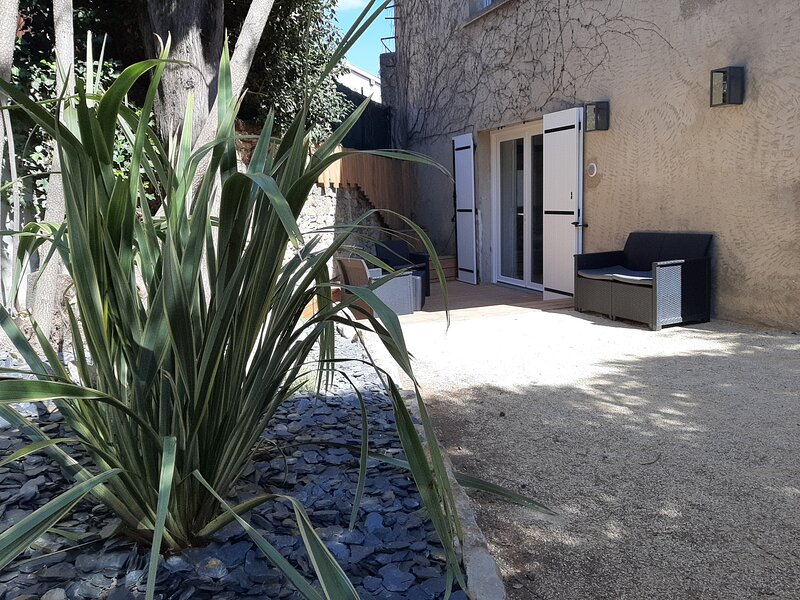 STUDIO NEUF RDC TERRASSE + EXTERIEUR PAYSAGE, holiday rental in Courzieu