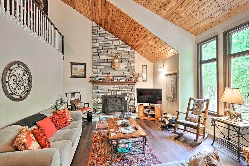 Relaxing Eagle Rock Resort Home - 1 Block to Lake!, aluguéis de temporada em Luzerne County