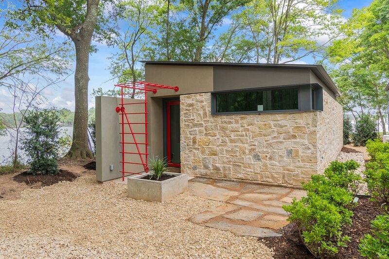 The Cardinal Cottage on a Private, Lakeside Peninsula, casa vacanza a Malakoff