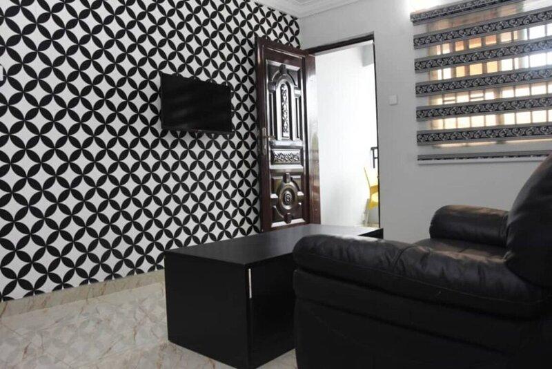 Stunning 3-Bed House in well Secured Estate, Lekki, aluguéis de temporada em Lekki