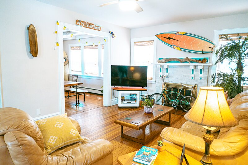 NYC SURFHOUSE...Perfectly Located!, Ferienwohnung in Queens