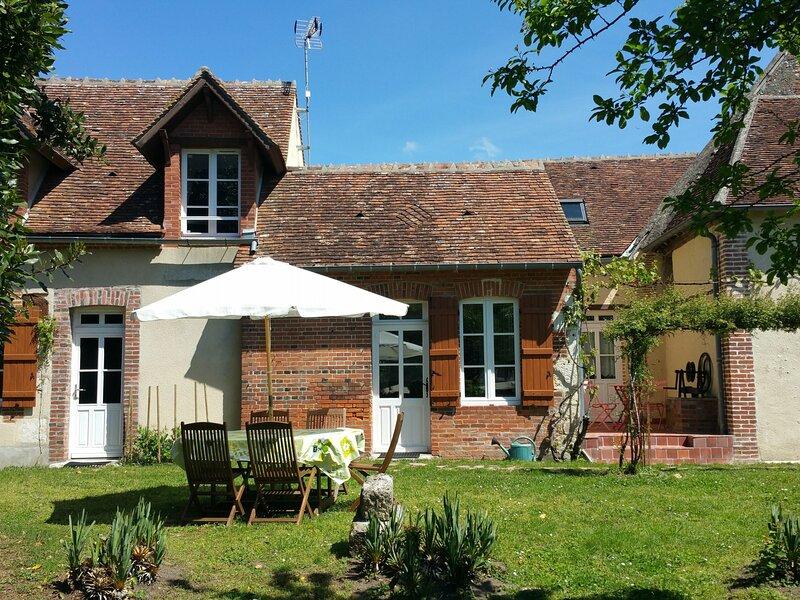 Maison indépendante avec jardin clos, holiday rental in Nevoy