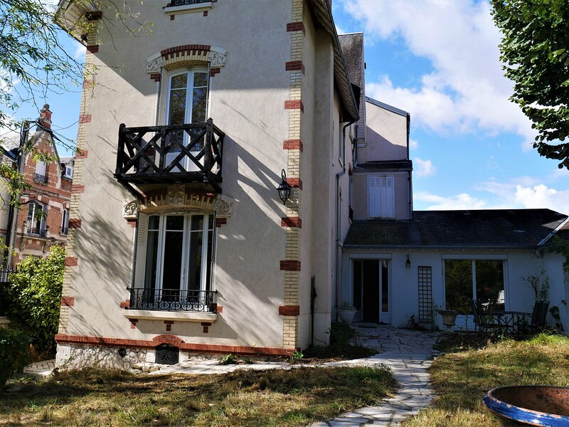 Maison Ladureau, holiday rental in La Chapelle-Saint-Mesmin