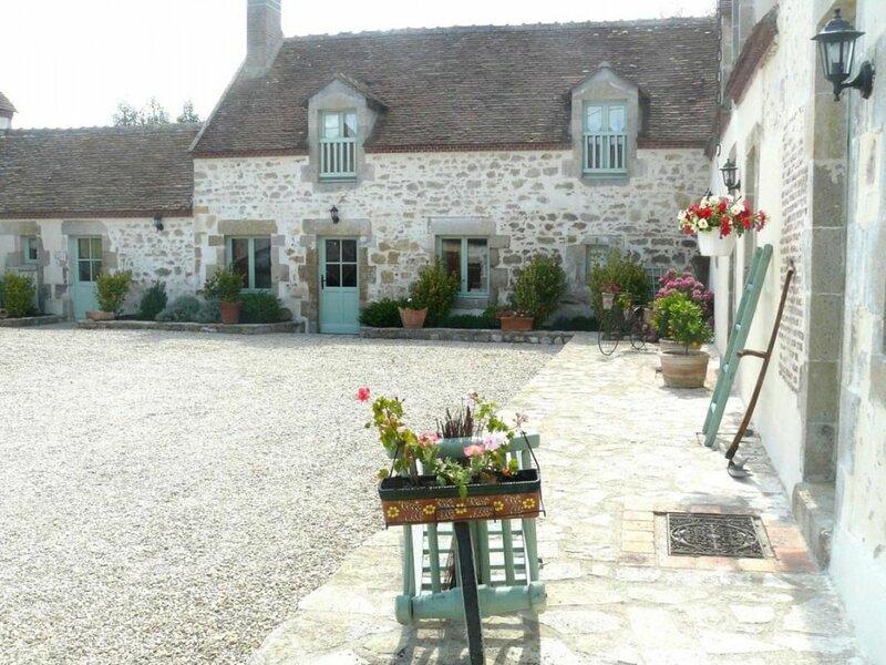 Les Vieux Murs, location de vacances à Germigny-des-Pres