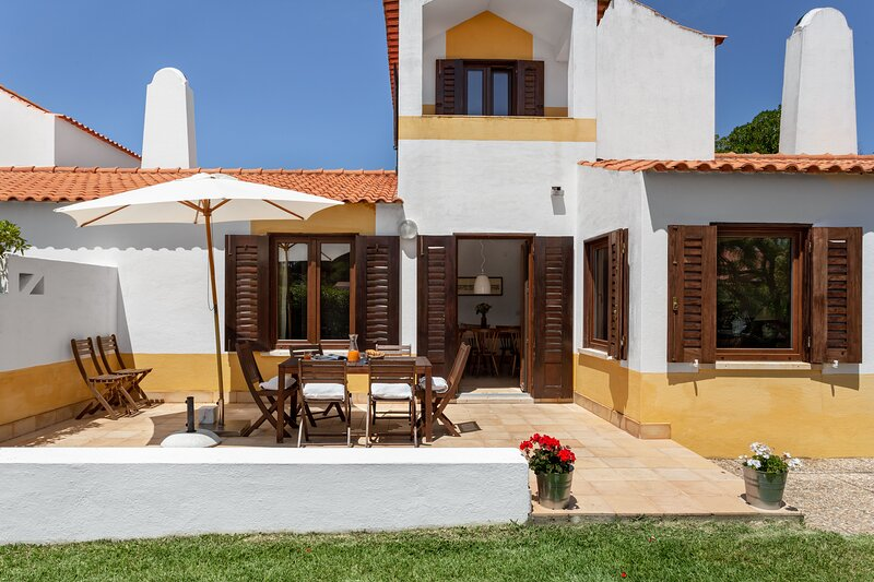 ALTIDO 3-BR Cottage w/Terrace & Garden in Colares, holiday rental in Fontanelas