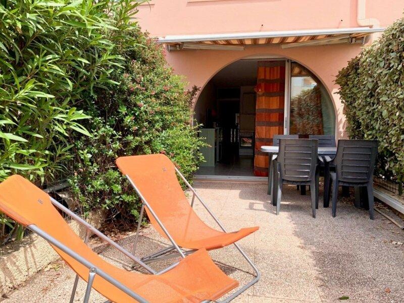 PLACE DE PARKING N° 147, alquiler de vacaciones en Mèze