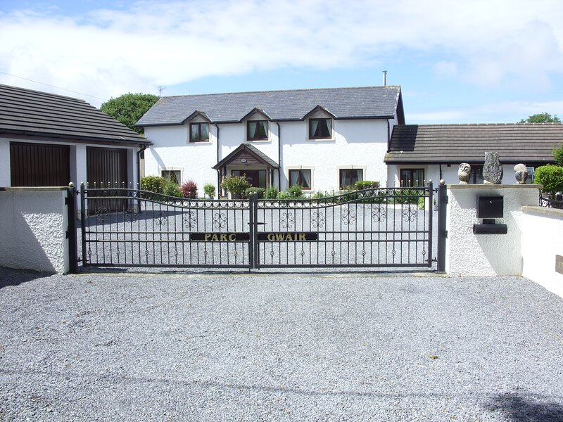 3 Bed Cottage with Hot Tub &  Near New Quay, Wales, Ferienwohnung in Llangrannog