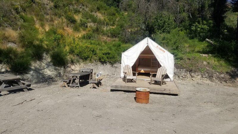 Tentrr Signature Site - Mystic Mountain Redwood Grove Camp, alquiler de vacaciones en Calistoga
