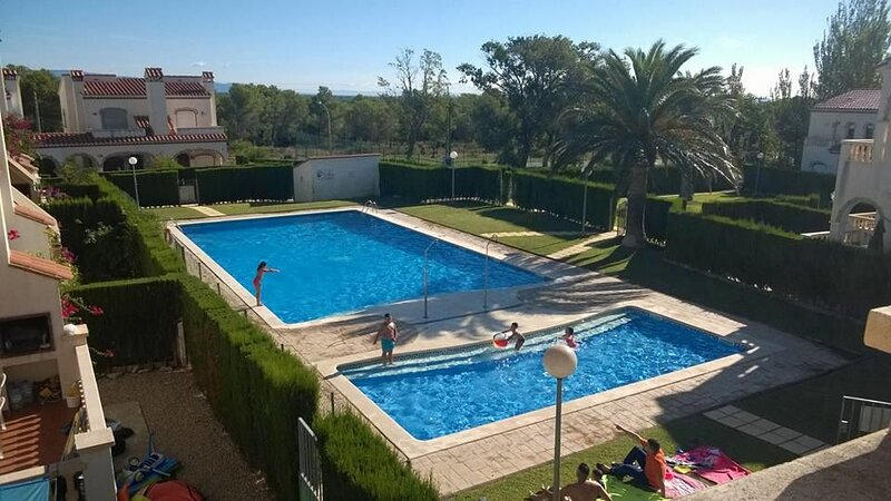 Nice villa with shared pool, vacation rental in Masriudoms
