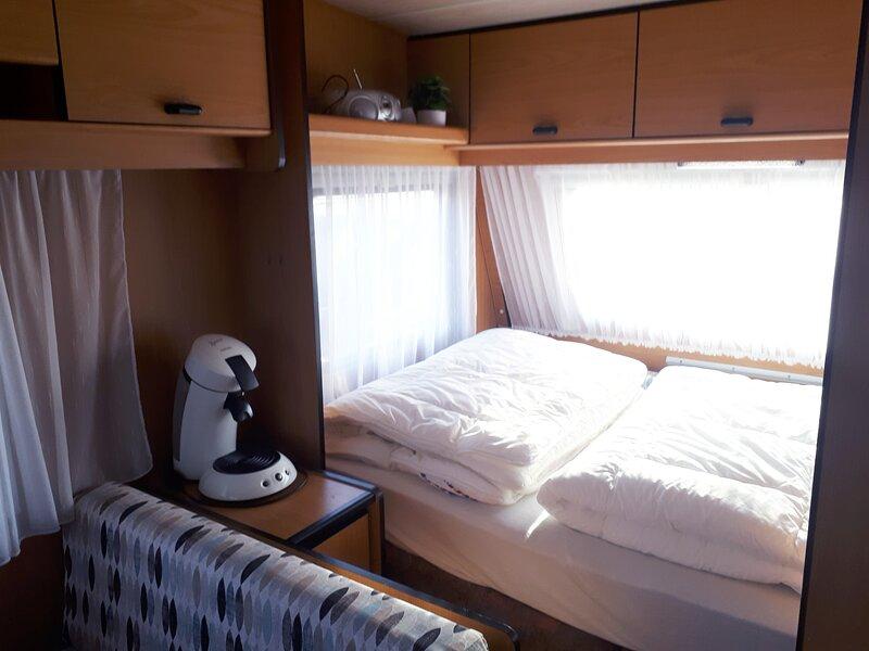 Te huur, tourcaravan voor 2p, holiday rental in Nes
