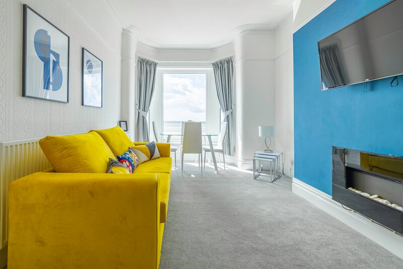Charles Alexander Short Stay - Highcliffe Seaview Suite, holiday rental in Thornton Cleveleys