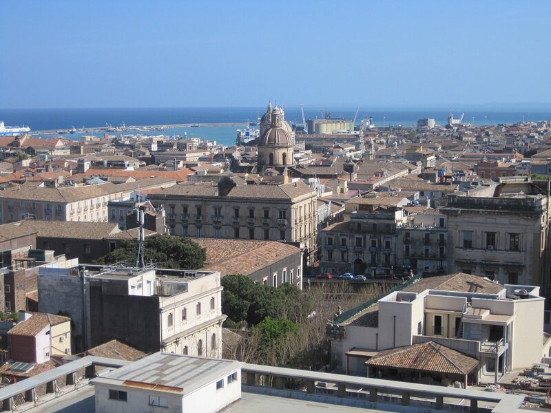 Amazing apartment with balcony, holiday rental in Sant'Agata li Battiati