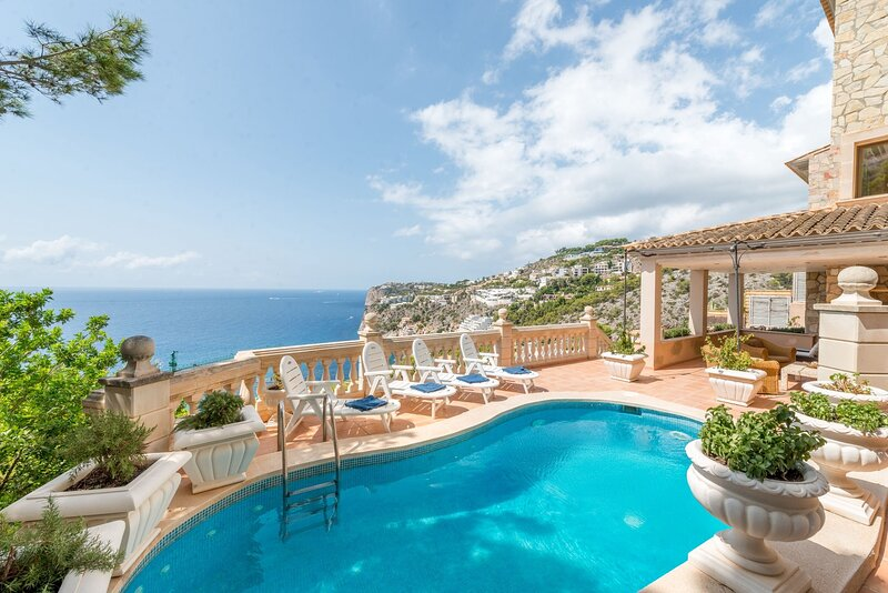 Villa Cala Llamp, vista mar, wifi, A/A, piscina,, alquiler vacacional en Camp De Mar
